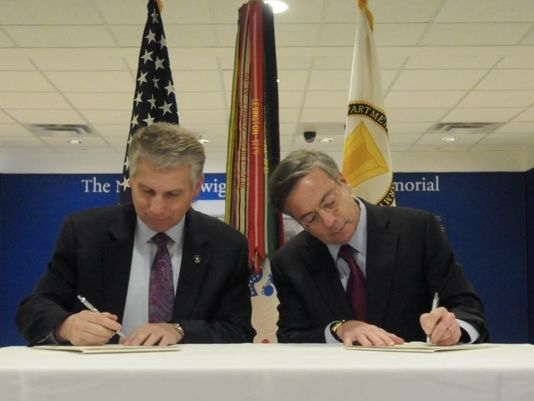 ACP and Army Reserve representatives signing initiative